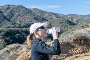 uczestniczka letniej wycieczki w góry