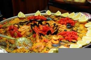 Paella - hiszpańska potrawa z patelni