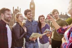 grupa turystów pod Big Benem