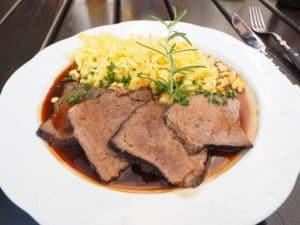 niemiecki danie mięsne sauerbraten