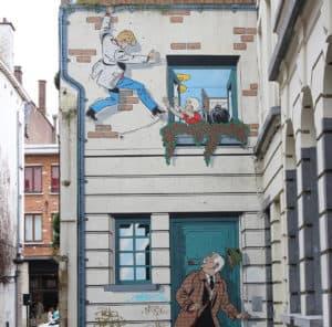 komiksowy mural na jednej z brukselskich kamienic