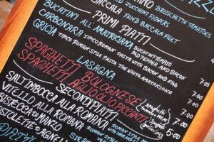 menu pokazujące dania kuchni włoskiej