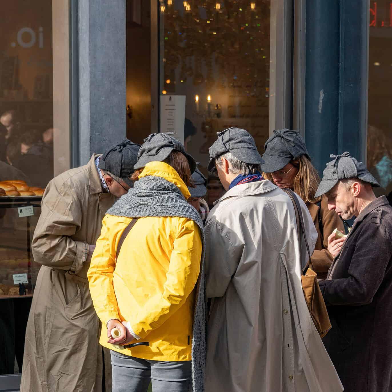 uczestnicy detektywistycznej gry miejskiej