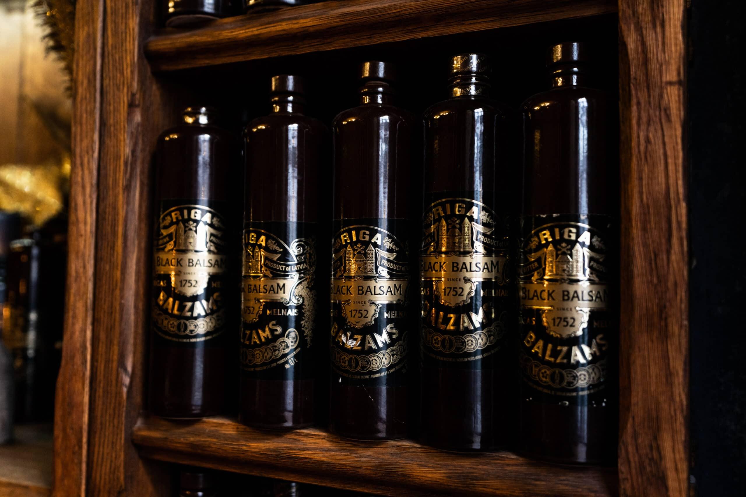 butelki Riga Black Balsam na półce