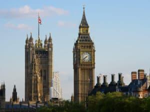 Big Ben z Victoria Tower na drugim planie